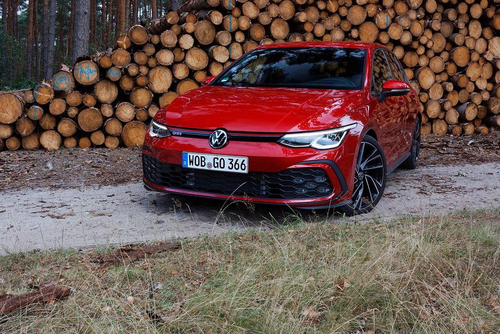 """Nowy Golf GTI nie ma więcej mocy niż poprzednik. Miłośnicy modelu powiedzą """"to znak"""", przeciwnicy zamruczą pod nosem """"ekologia""""."""