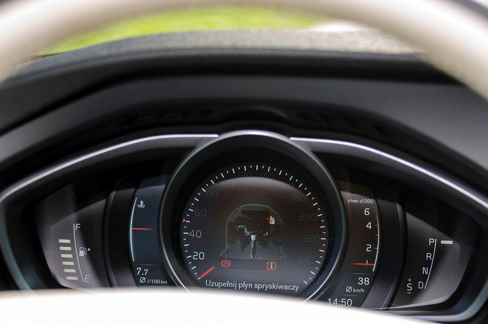 Modernistyczne Volvo V40 T4 (2016) - zdjęcia, wnętrze, bagażnik - strona 2 TE86