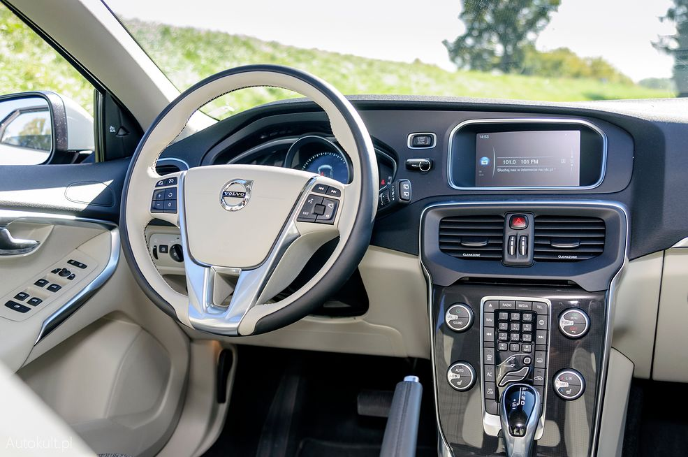 Volvo V40 T4 (2016) - zdjęcia, wnętrze, bagażnik   Autokult.pl