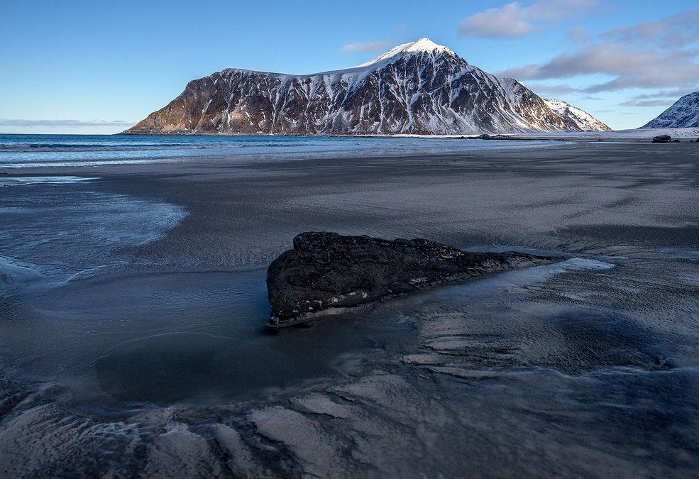 Damian Milczarek wielokrotnie był w Norwegii. Widział fiordy, góry i przepiękne jeziora, ale stale marzył o wyprawie za koło podbiegunowe. Po wielu latach udało mu się zorganizować wyprawę, która rozciągała się od Tromsø aż do Bodø.