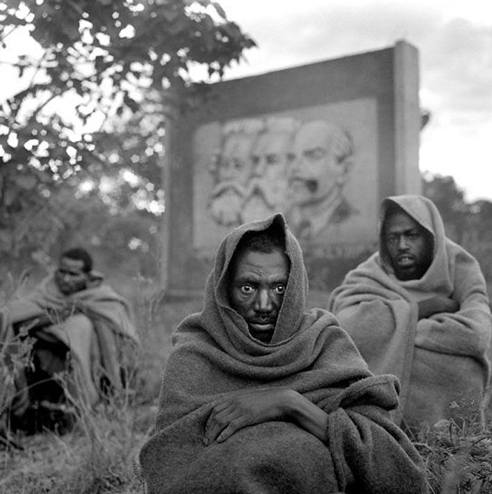 1 Oszczędne i poruszające czarno-białe fotografie - portrety i sceny z codziennego życia - to specjalność Belga Stephana Vanfleterena.
