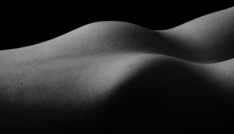 Ted Tahquechi miał wypadek samochodowy w 1999 roku, wskutek czego został niemalże kompletnie oślepiony. Po tym zdarzeniu fotograf zaczął poszukiwać nowych środków wyrazu, które umożliwiłyby mu ujmowanie świata tak, jakby tego chciał.