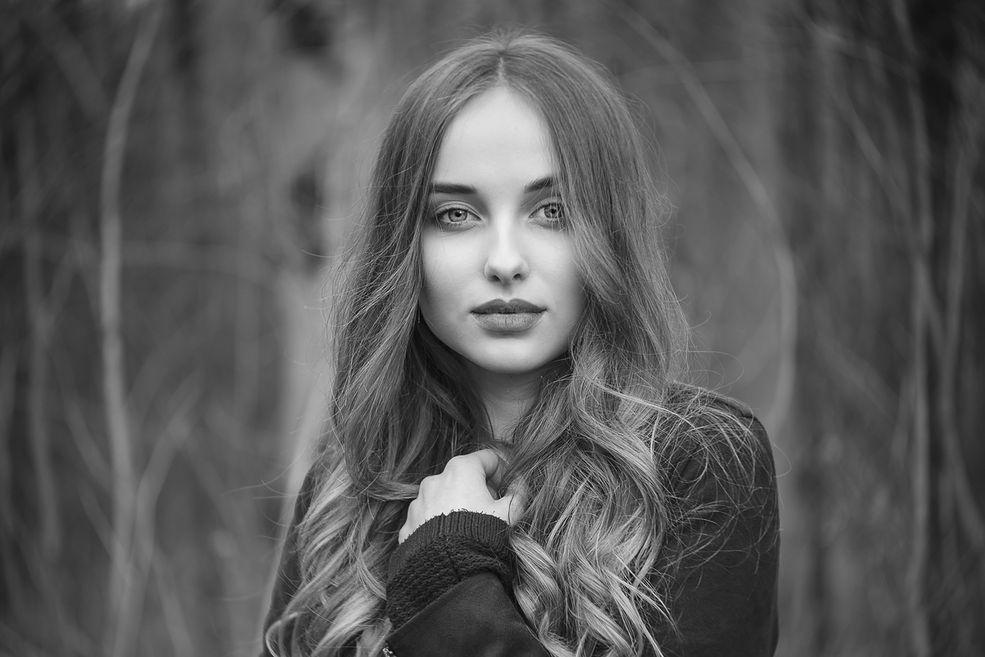 Zdjęcia Dawida Garwola inspirowane są twórczością Gregora Laubscha. Klasyczne, czarno-białe portrety, proste w swojej formie, o dużym ładunku emocjonalnym. Miękkie światło i wyraziste oczy modeli to cechy charakterystyczne tych fotografów.