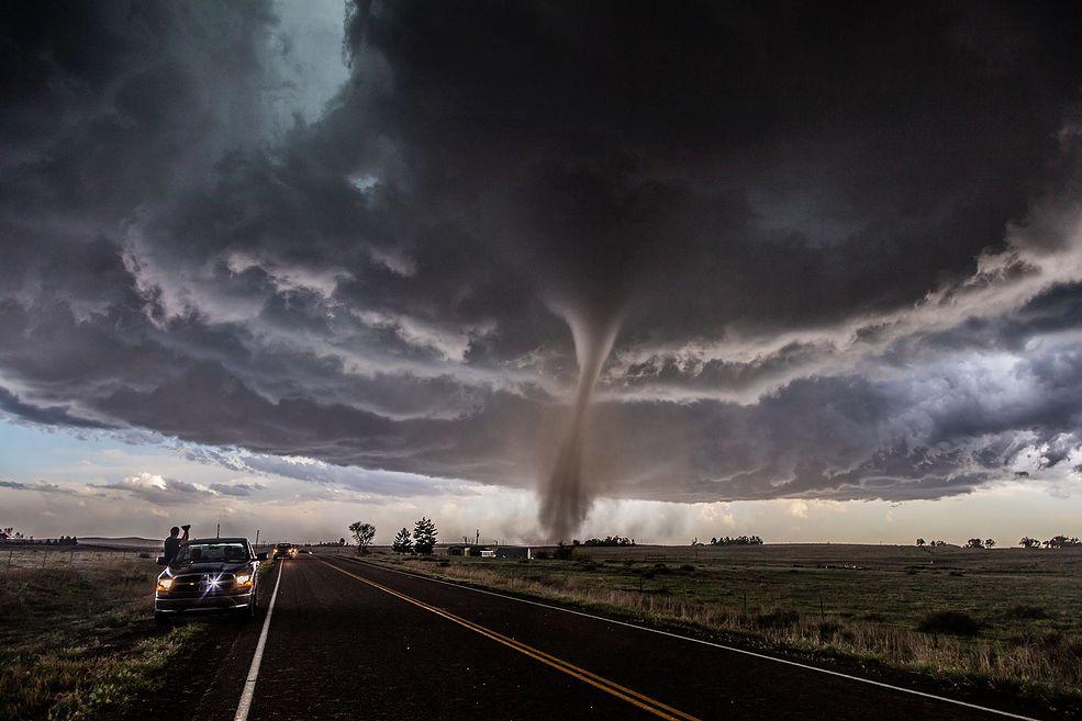 Marcin Watemborski: Jak długo zajmujecie się fotografią?  Cammie Czuchnicki: Oboje od zawsze się nią interesowaliśmy. 8 lat temu zdecydowaliśmy się wybrać do USA z nadzieją doświadczenia niesamowitych burz, które mają tam miejsce każdej wiosny.
