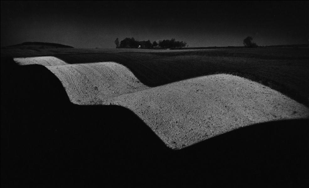 Paweł Pierścieński odszedł w maju 2017 roku w wieku 79 lat. Jako fotograf, krytyk i teoretyk fotografii zapisał się w historii polskiej sztuki obrazowania jako ekspert w swojej dziedzinie. Zajmował się głównie fotografią krajobrazową. Był twórcą legendarnej Kieleckiej Szkoły Krajobrazu, czyli nurtu w fotografii, który bazował na prostocie obrazu przy zachowaniu maksimum treści.
