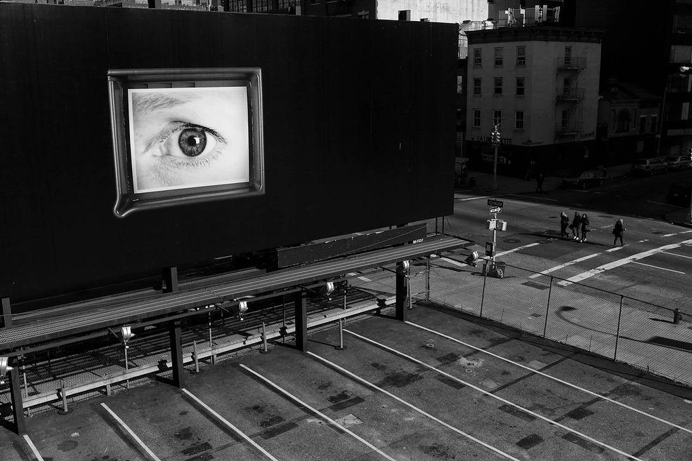 Nowy Jork jest miastem pełnym energii, które co dnia ewoluuje wraz ze swoją dynamiką. W swoich pracach Penman stara się pokazać tą część miasta, która pozostaje chociaż trochę w cieniu. Miejsca które potrafią zwolnić pozwalają ukazać prawdziwy charakter Wielkiego Jabłka.