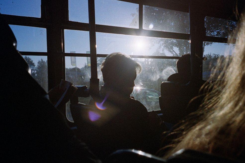 """Marcin Watemborski: Jacku, jak zaczęła się Twoja przygoda z fotografią. Kiedyś wspominałeś, że byłeś wtedy bardzo młody.  Jacek Fota: Na 12. lub 13. urodziny dostałem od rodziców mały aparat, """"małpkę"""" Minolty. Bardzo szybko ktoś mi ją ukradł, więc nie mam ani jednego zdjęcia z tego okresu. Do fotografii wróciłem na przełomie 2008 i 2009 roku, kiedy kupiłem aparat, później był następny i tak poszło. Zacząłem więcej fotografować. W 2011 roku moje zainteresowanie przeniosło się na fotografię dokumentalną. Ta dziedzina przemawiała do mnie najbardziej."""