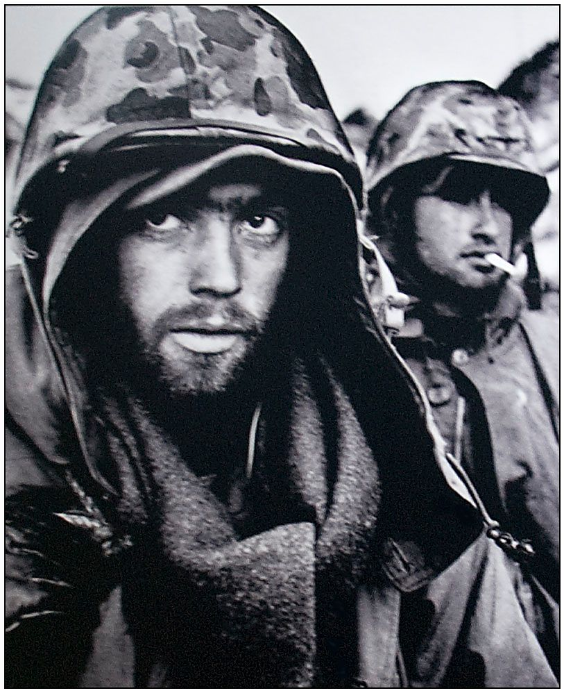 1 David Douglas Duncan urodził się w roku 1916. Zasłynął przede wszystkim autorskim, charakterystycznym podejściem do fotografii wojennej.