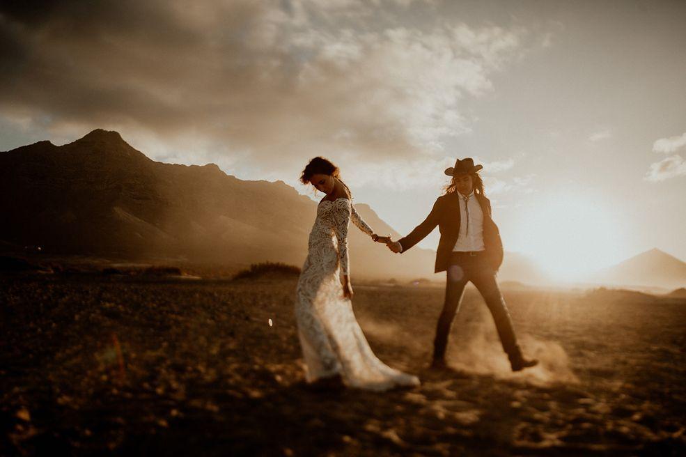 """W konkursie na najlepsze miejsca na zdjęcia ślubne, organizowanym przez magazyn """"Junebug Weddings"""", wybierane są fotografie, na których można zobaczyć krajobrazy, architekturę, ale też miłość świeżo upieczonych małżonków."""