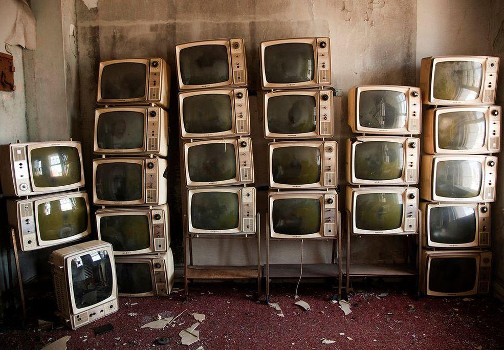 """""""No Vacancy"""" to projekt amerykańskiej fotograf Samanty VanDeman. Na cykl składają się fotografie wnętrz opuszczonych hoteli w Alabamie, Illinois, Michigan, Indianie i Nowym Jorku."""