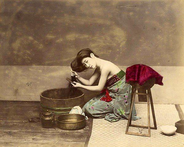 Jedne z pierwszych kolorowych zdjęć z Japonii z ery Edo można zobaczyć na Targach Fotograficznych w Londynie. Zdjęcia są własnością Galerie Verdeau z Paryża i przedstawiają samurajów, gejsze i sceny dokumentujące życie codzienne.