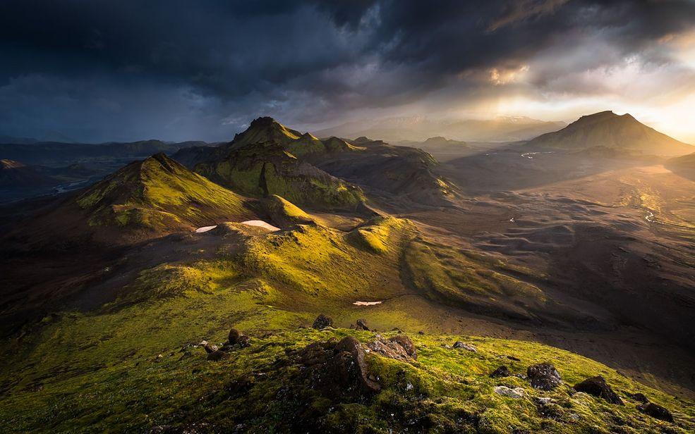 Zwycięzcę wybrano spośród 10 tysięcy zgłoszonych zdjęć. Nagrodzona fotografia powstała podczas 6-dniowej wyprawy na Islandię, gdzie Anglik wybrał się w towarzystwie 4 innych fotografów. Ten jeden, najlepszy kadr został wykonany bezlusterkowcem Fujifilm X-T1 z obiektywem XT 10-24 mm przy ustawieniach 1/10 s, f/11, ISO 200 i 0,33 EV.