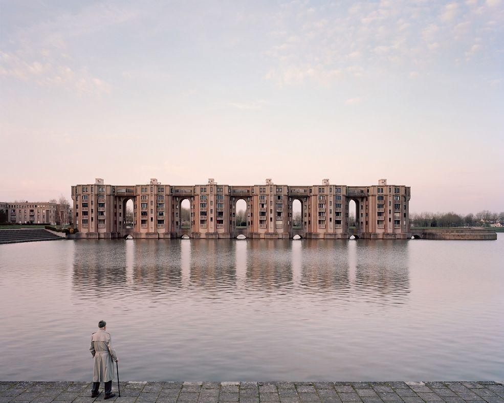 Laurent Kronental wykonywał swoje zdjęcia głównie o świcie, dzięki czemu uzyskał efekt  wyludnionej miejskiej dżungli i specyficzne oświetlenie sceny. Jego modele to ludzie, którzy jako jedni z pierwszych zamieszkali w tych budynkach. Zdjęcia są starannie skomponowane i wykonane na aparacie analogowym 4x5 cala.