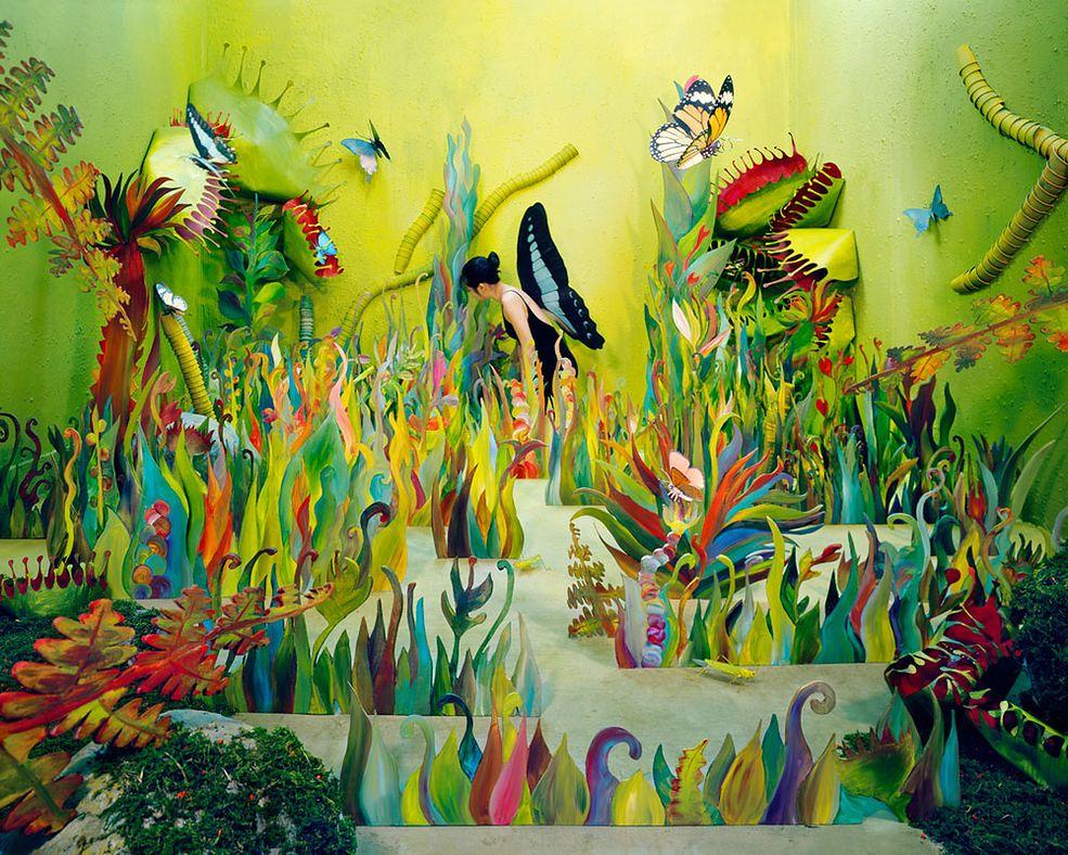 Studio artystki mierzy zaledwie 360 x 410 x 240 cm. Każdy detal w jej bogatych scenkach jest wykonany osobiście przez artystkę.