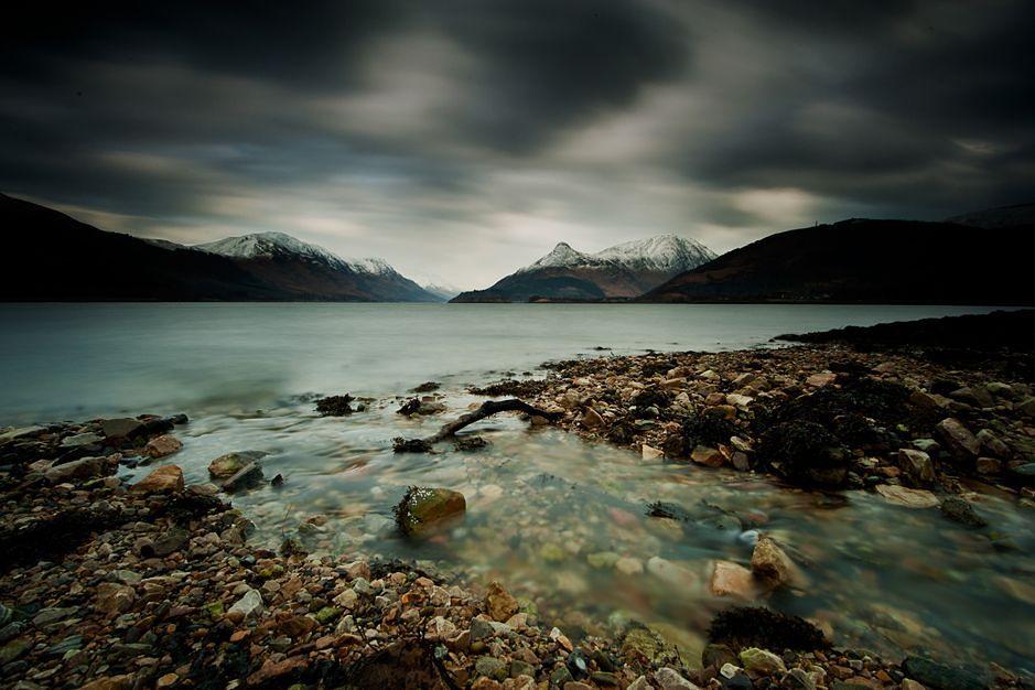 Mike Prince to fotograf amator, który specjalizuje się w fotografii krajobrazu na długich czasach ekspozycji. Większość jego prac jest wykonanych w czerni i bieli chociaż czasem opublikuje także fotografie w kolorze. Mimo że mieszka w Lake District w Anglii, jest zakochany w górach, jeziorach i wybrzeżach Szkocji. Jego ulubionymi lokalizacjami do zdjęć są miejsca, w których woda spotyka się z lądem.