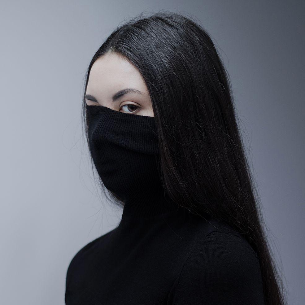 Magdalena Paszko urodziła się w 1995 roku. Obecnie jest studentką fotografii na PWSFTViT w Łodzi. Rozpoczęcie nauki na filmówce było przełomowym momentem w jej karierze. Do tego czasu fotografować uczyła się kompletnie sama.