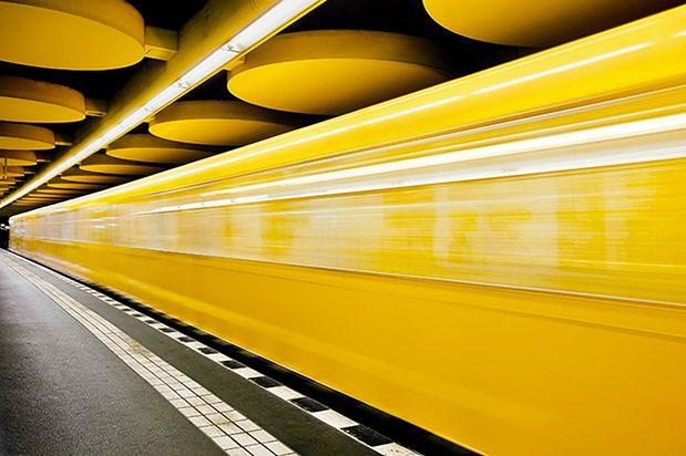 """Patrick Kauffman to duński fotograf, który w cyklu """"Berlin Underground"""" postanowił sportretować to nieprzeciętne miejsce. Patrick fotografował głównie w nocy unikając tłumów, spędził dwa tygodnie w metrze koncentrując się na różnorodności architektonicznej tego miejsca."""