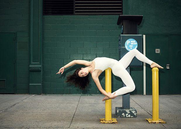 Anja Humljan pochodzi ze Słowenii i zawodowo zajmuje się architekturą. Poza tym jest instruktorką jogi i tancerką. Podczas pracy nad projektami architektonicznymi w różnych miastach postanowiła, przy współpracy z fotografami, stworzyć cykl zdjęć - Urban Yoga (Miejska Joga).