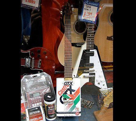 Gitara z puszki po oleju