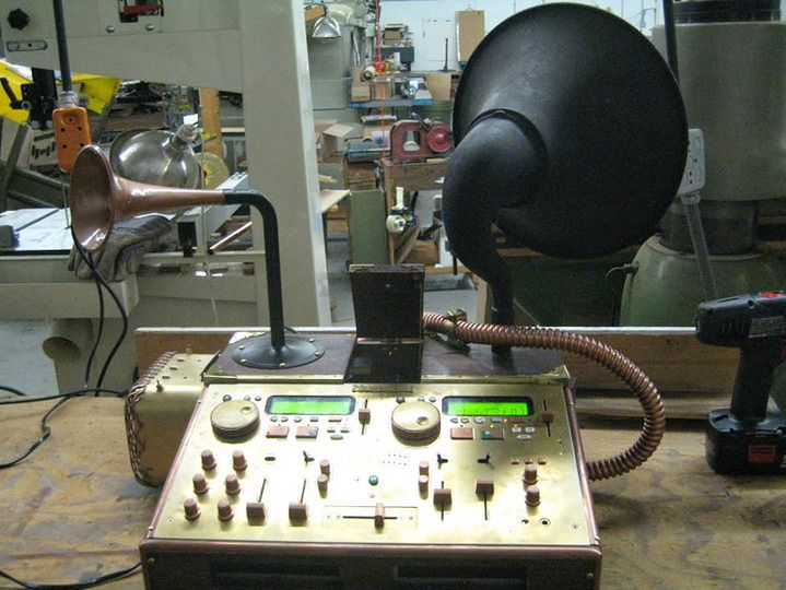 Steampunk-DJ-set-up