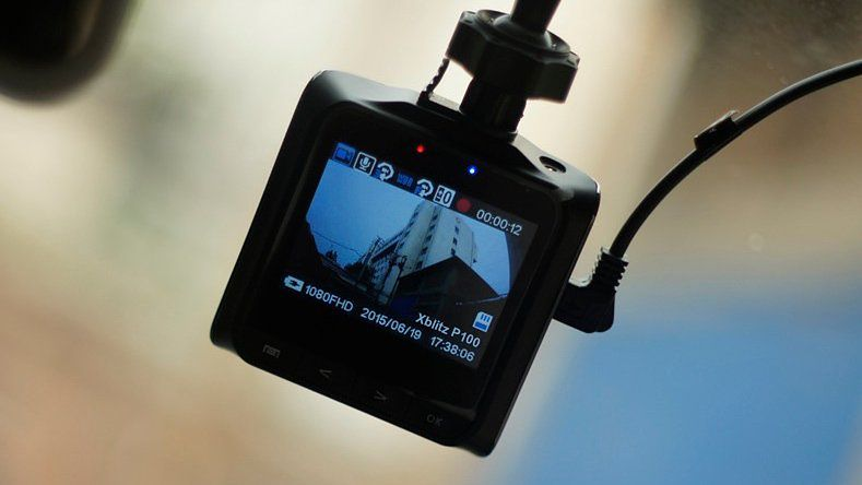 Wideorejestrator to przydatny sprzęt dla osób, które dużo podróżują - niezbędny przy wypadkach i kolizjach