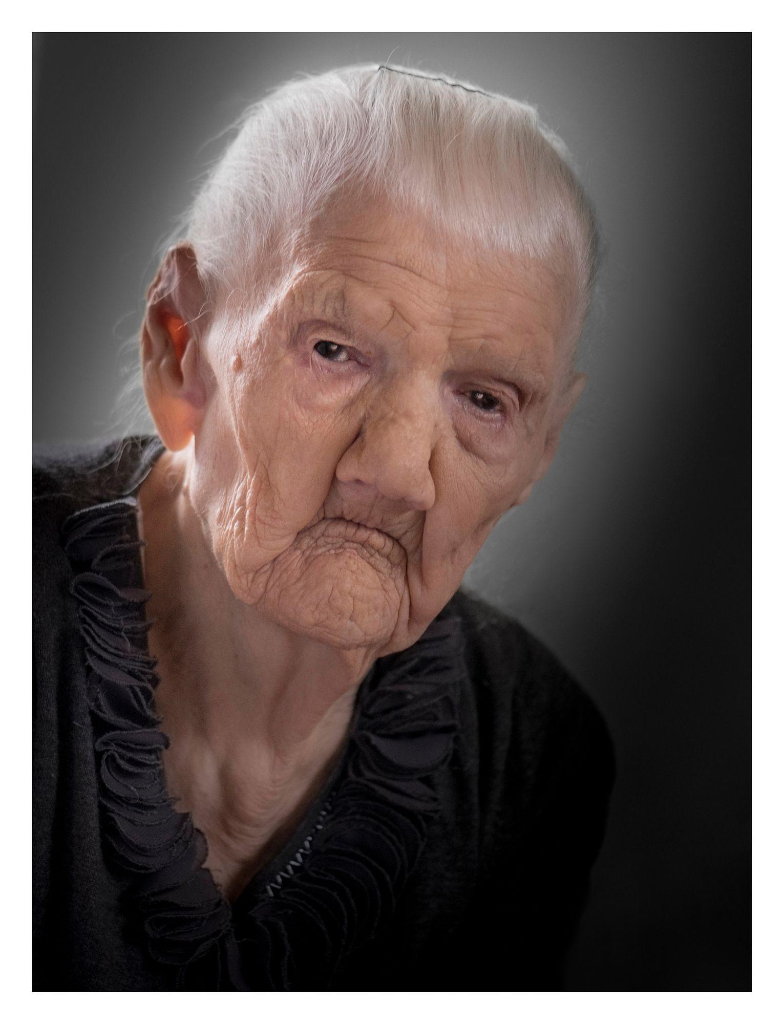 Śp. KATARZYNA MOROŃ (109 lat) Zboiska okolice Krosna (woj. Podkarpackie)  - była jedną z najstarszych żyjących Polek.