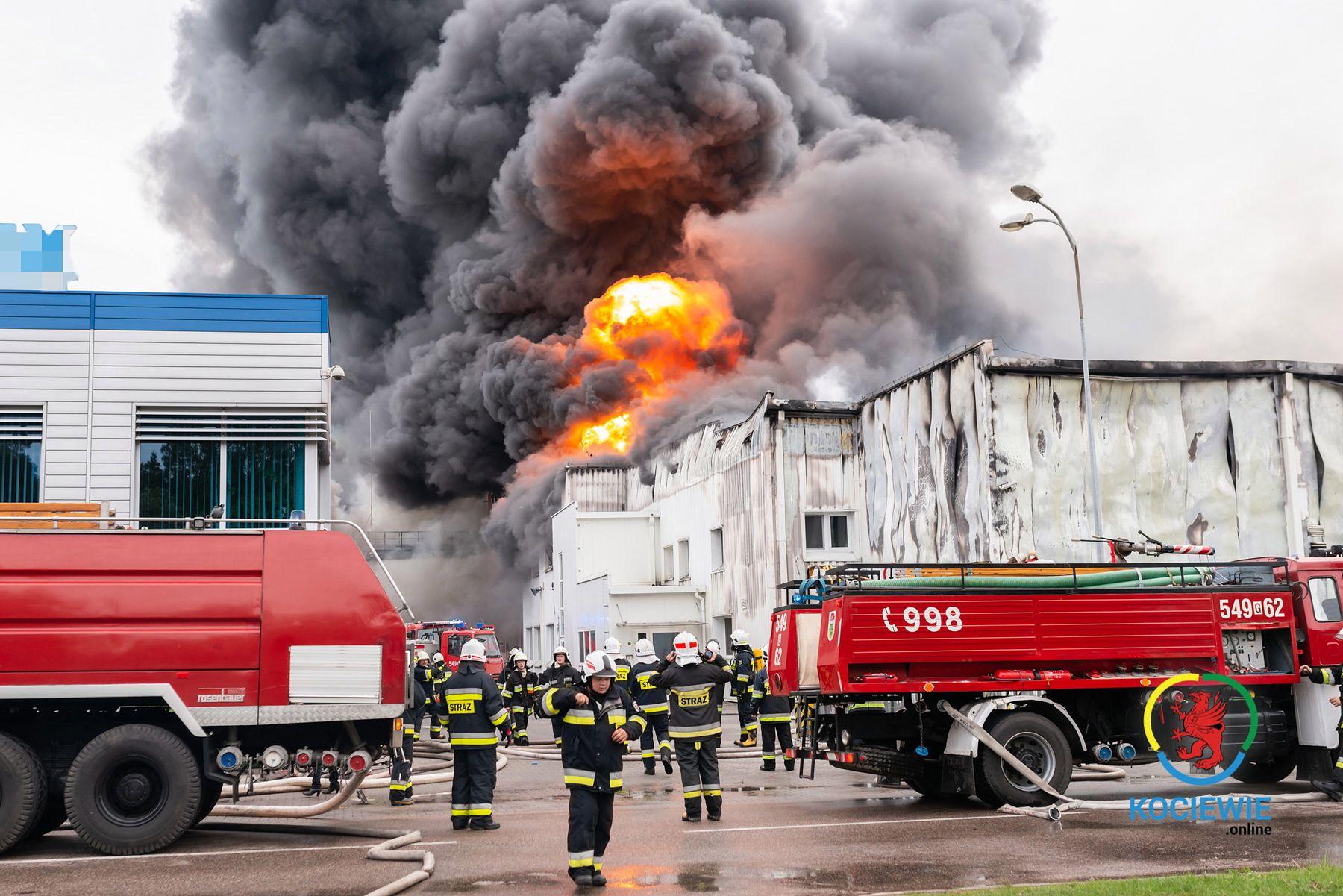 Pożar hali magazynowej w Skórczu na Pomorzu.