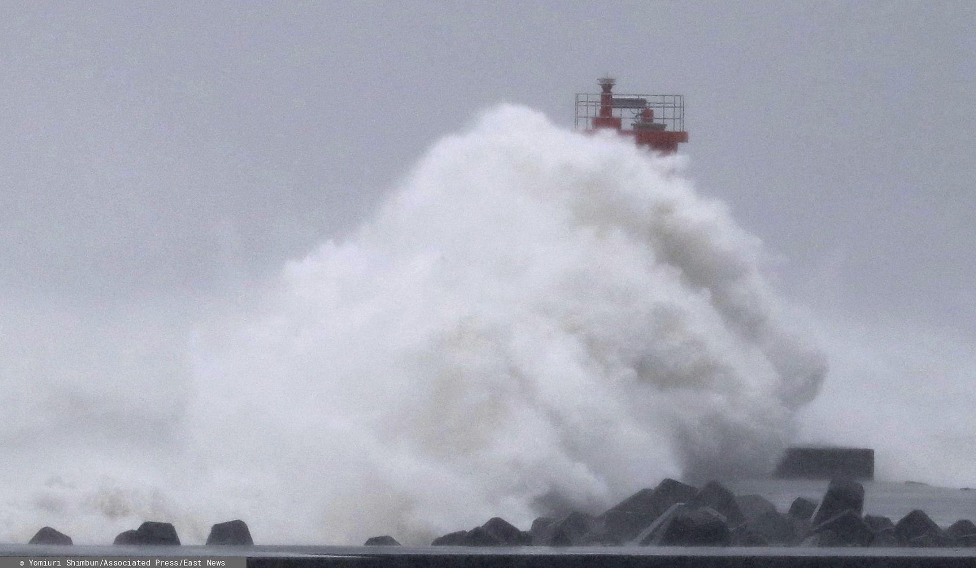 19 osób zginęło, a kilkanaście jest poszukiwanych po uderzeniu tajfunu Hagibis w Japonię