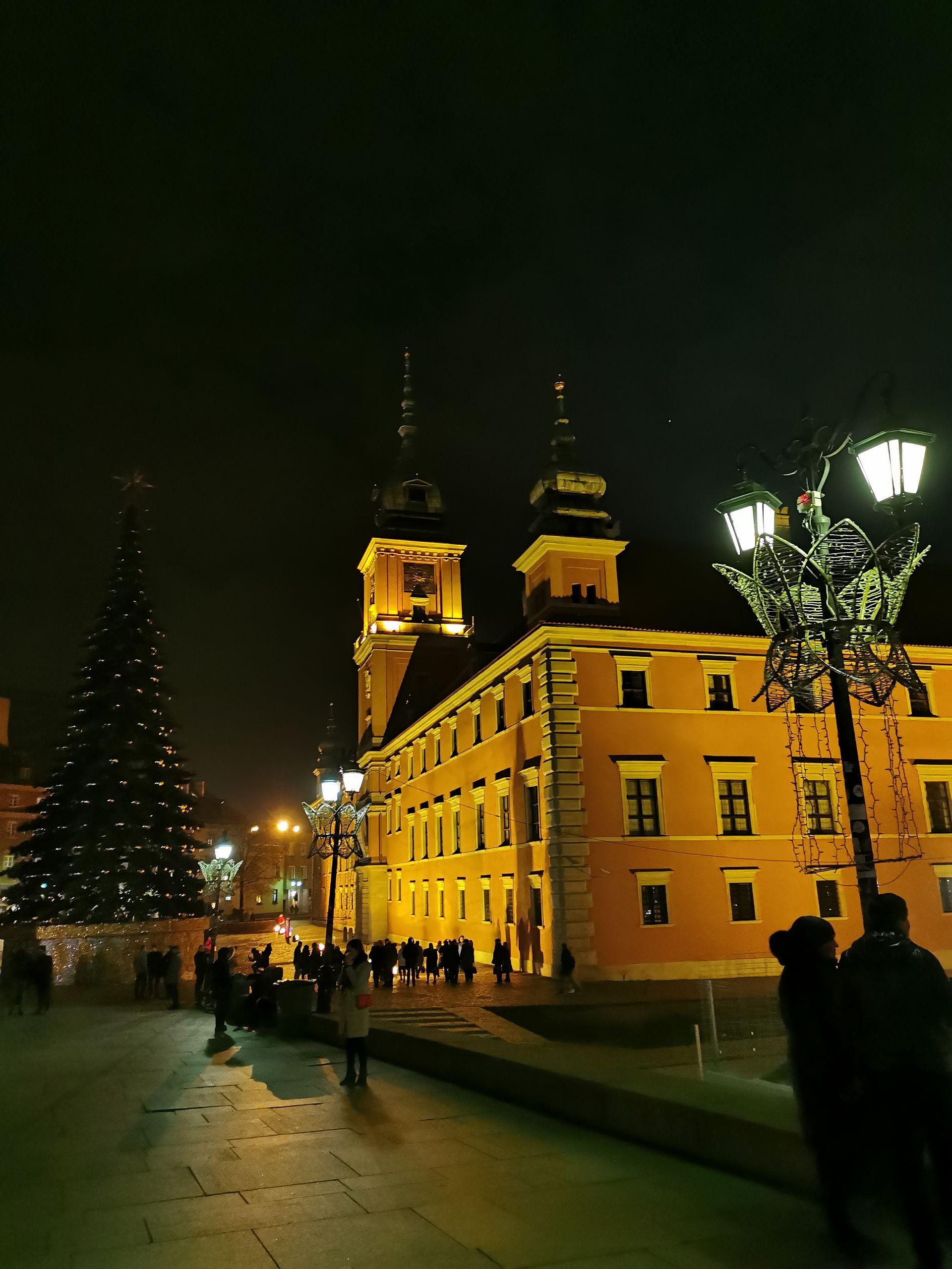 Warszawa. Świąteczna iluminacja rozbłyśnie po raz pierwszy już w ten weekend