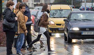 RPO chce pierwszeństwa pieszego przed pasami. Zmiana nie będzie łatwa