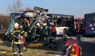 Niemcy: czołowe zderzenie dwóch autobusów. Jest wielu rannych, w tym dzieci