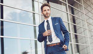 7ab9ad5754d70 Garnitur, smoking, frak – pod względem kroju oficjalna moda męska jest mało  różnorodna. Warto natomiast zwrócić uwagę na kolory. Część z nich.