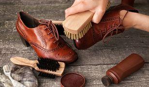 Jak dbać o buty ze skóry? Użyj rajstop, ryżu i żwirku dla kota