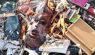 Księża spalili książki o Harrym Potterze.