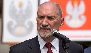 Macierewicz odpowiada narodowcom.
