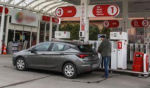 Cena benzyny podskoczyła. Niebawem dogoni olej napędowy