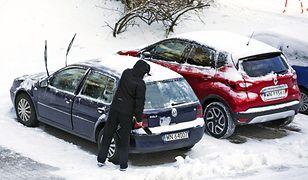 Zimowe problemy kierowców. Wystarczy tylko chwila, by ich uniknąć