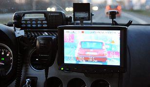 Policja dalej mierzy prędkość radiowozów. Mandaty łatwo podważyć