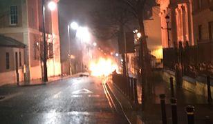 Irlandia Północna: eksplozja samochodu przed sądem