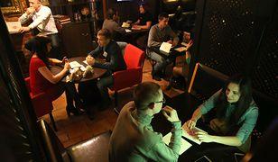 Oglądać randki w ciemności online