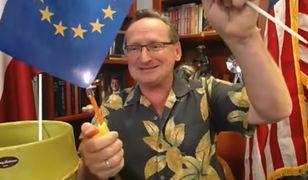 Wojciech Cejrowski podpalił flagi UE. TVP Info wycięło ten fragment