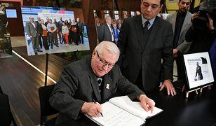Lech Wałęsa wpisał się do księgi kondolencyjnej.