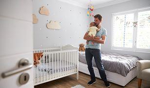Mała Sypialnia Z łóżeczkiem Dziecięcym Aranżacja Od Strony