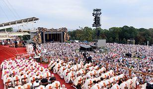 Rośnie liczba wiernych Kościoła katolickiego. Spada liczba powołań