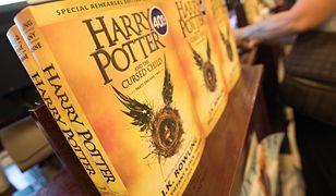 Harry Potter na stosie. Księża i ministranci palą książki pod kościołem
