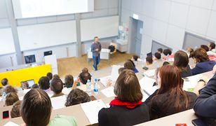 Matura i co dalej? Ranking polskich uczelni, których absolwenci to multimilionerzy