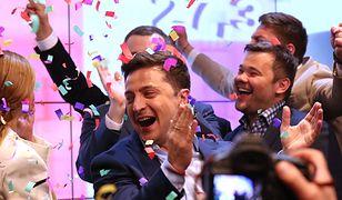 Zachód gratuluje zwycięstwa Zełenskiego na Ukrainie. Rosja życzy