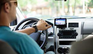 Prawa ręka kierowcy. Profesjonalna nawigacja zamiast smartfona