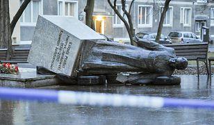 Pomnik. ks. Henryka Jankowskiego. Jego obrońcy się poddają