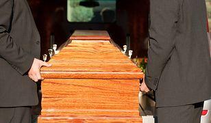 Zakład pogrzebowy może otworzyć każdy, więc nie wiadomo nawet precyzyjnie, ile takich firm działa w naszym kraju